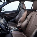 2016 BMW X1 front seats
