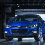 2016 Chevrolet Cruze front three quarters right official image