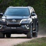 2016 Toyota Fortuner headlight revealed Australian spec