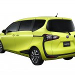 2016 Toyota Sienta rear quarter unveiled in Japan
