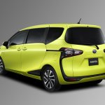 2016 Toyota Sienta rear three quarter unveiled in Japan