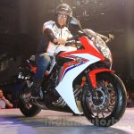 2015 Honda CBR 650R front quarter with Akshay Kumar launched