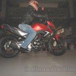 Honda CB Hornet 160R side 1