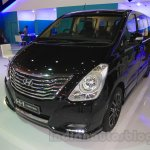 Hyundai H-1 Black Edition front three quarter at the 2015 Indonesia International Motor Show