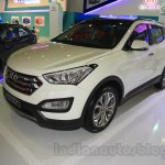 Hyundai Santa Fe D-Spec front three quarters at the 2015 Indonesia International Motor Show