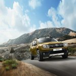 2016 Dacia Duster front quarter press shots