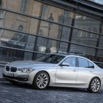 BMW 330e PHEV front three quarter (1) unveiled