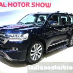 2016 Toyota Land Cruiser facelift front quarter at 2015 Dubai Motor Show