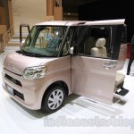 Daihatsu Tanto Welcome Seat front threee quarter at the 2015 Tokyo Motor Show