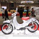 Honda EV-Cub Concept profile at the 2015 Tokyo Motor Show