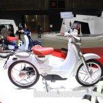 Honda EV-Cub Concept side at the 2015 Tokyo Motor Show