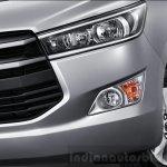 2016 Toyota Innova headlights press images