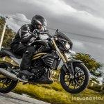 Mahindra Mojo black wheelie wallpaper