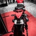 Mahindra Mojo red and white rear review