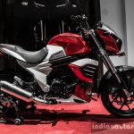 Mahindra Mojo red and white side review