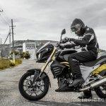 Mahindra Mojo riding position wallpaper