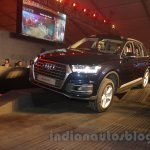 2016 Audi Q7 front quarter launched in India