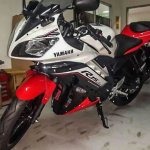 2016 Yamaha R15 red & white spied in Indonesia
