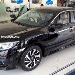 ASEAN-spec 2016 Honda Civic front three quarters left
