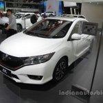Honda Greiz at 2016 Beijing Motor Show front three quarters right side