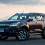 2017 Chevrolet Trailblazer front quarter (facelift) unveiled