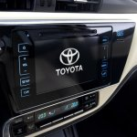 2017 Toyota Corolla (facelift) center console images