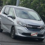 2016 Honda Freed front three quarters spy shot