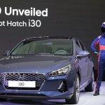 2017 Hyundai i30 front three quarters