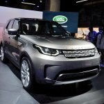 2017 Land Rover Discovery at 2016 Paris Motor Show