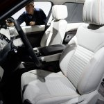 2017 Land Rover Discovery front seats