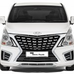 2017 Hyundai Grand Starex Royale front press image