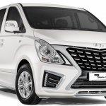 2017 Hyundai Grand Starex Royale front quarter press image