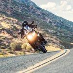 Kawasaki Versys 650 front 2017 motion lean