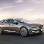 2017 Opel Insignia Sport Tourer front three quarters right side