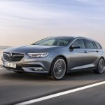 2017 Opel Insignia Sport Tourer front three quarters