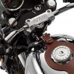 Moto Guzzi V7 III Anniversario badging