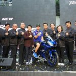 Yamaha R15 v3.0 Thailand Maverick Vinales front thumbs up
