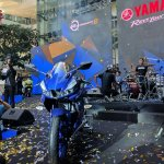 Yamaha R15 v3.0 Thailand Maverick Vinales front with band