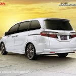 2017 Honda Odyssey (facelift) rear three quarters
