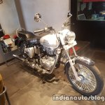 2017 Royal Enfield Bullet 350 ES reaches dealerships front three quarter