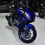 Yamaha R15 v3.0 at BIMS 2017 front disc