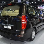 Hyundai H-1 Deluxe rear three quarters at 2017 Bangkok International Motor Show