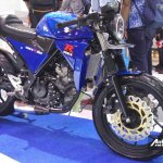 Suzuki GSX-R150 cafe racer at IIMS 2017 front three quarter
