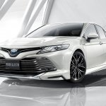 2018 Toyota Camry Hybrid Modellista front three quarters