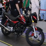 Honda CB150F launch Pakistan front three quarter at mall