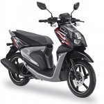 Yamaha X-Ride 125 black front three quarter