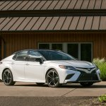 2018 Toyota Camry front three quarters