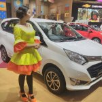 Daihatsu Sigra Special Edition GIIAS 2017 right front three quarters
