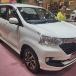 Daihatsu Xenia Special Edition GIIAS 2017 right front three quarters