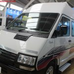 Tata Winger 15 seater front three quarters